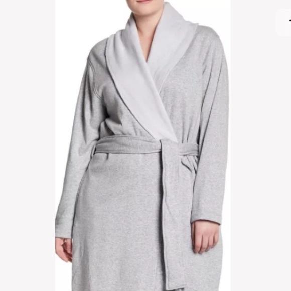 75b4af330b UGG Blanche Plush Shawl Collar Robe 3X Plus Size. M 5b37134204e33d98f320adf5